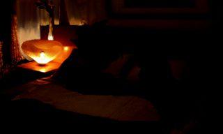 ベッドで話す輝と未沙