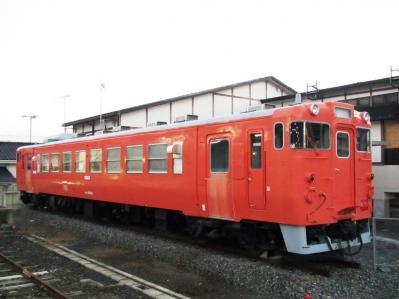 廃車キハ40-519タラコ色