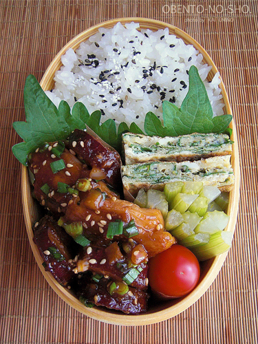 さつま芋と鶏肉のコチュジャン煮弁当02