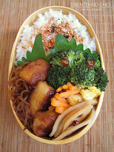 豚バラと白滝のすき焼き煮弁当02