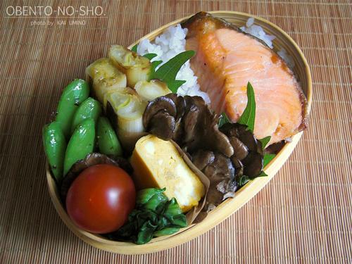 厚切り焼き鮭弁当01