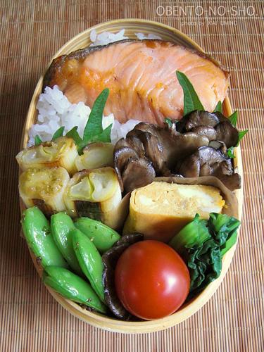 厚切り焼き鮭弁当02