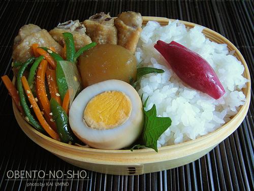 鶏手羽と大根のピリ辛煮弁当02