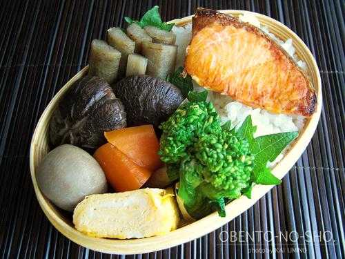 焼き鮭と野菜の煮物弁当01