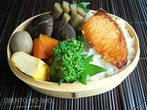 焼き鮭と野菜の煮物弁当02