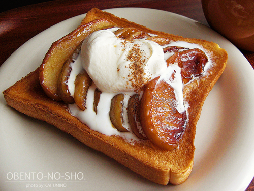 林檎のキャラメル煮バニラアイスのっけトースト02