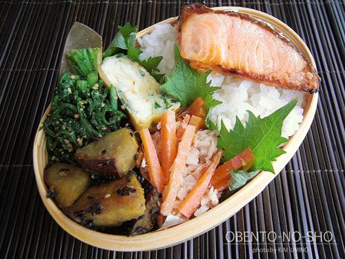 焼き鮭とニラ玉弁当01