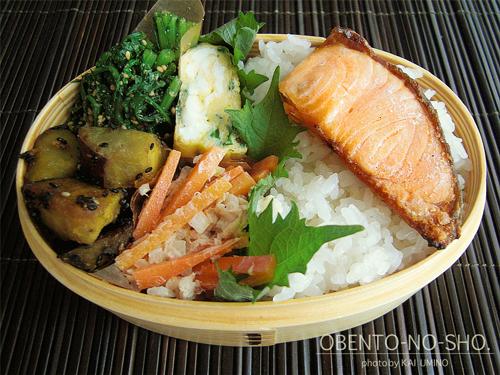 焼き鮭とニラ玉弁当02
