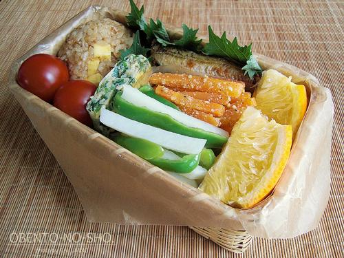 チーズおかかおむすび弁当01