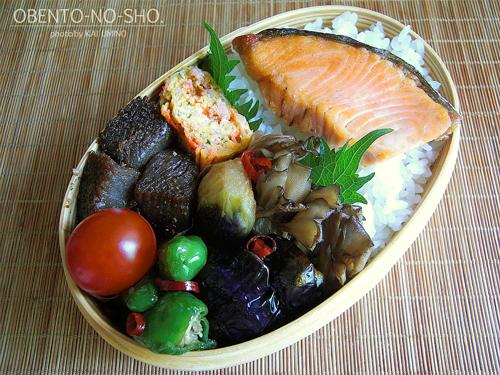 夏野菜の揚げ浸しと焼き鮭弁当01