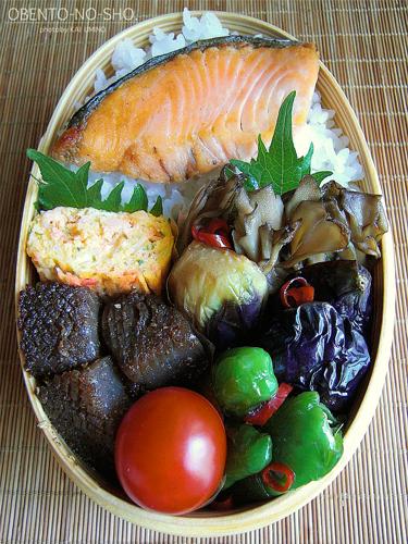 夏野菜の揚げ浸しと焼き鮭弁当02