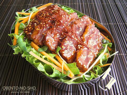 牛カルビ塩麹焼肉丼弁当01