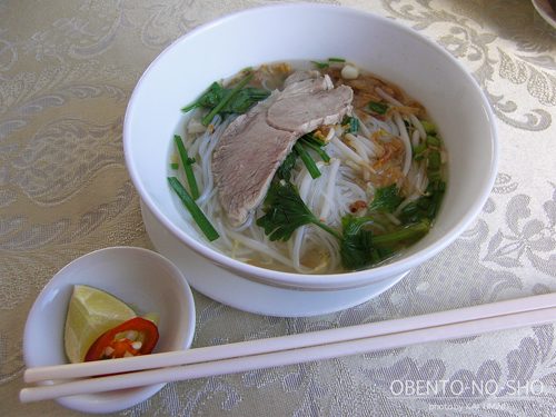 サイゴンホテルの朝食フォー