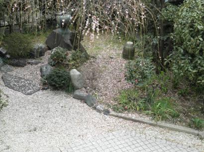 雨後の庭2
