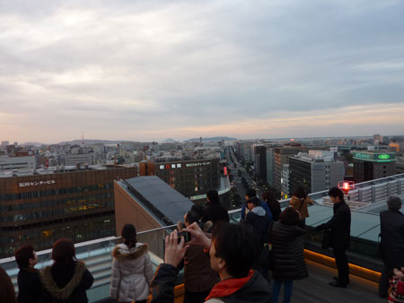 博多駅の屋上にて