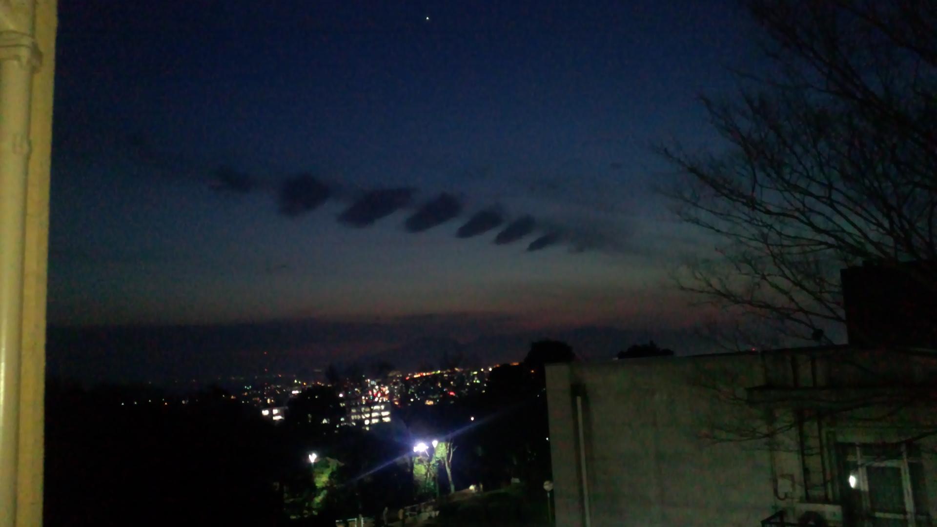 関東地方で地震雲多発!