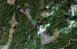 左の黒いのは諏訪湖?