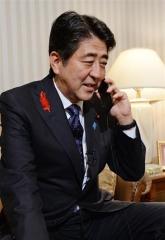 安倍首相、赤崎さんを祝福