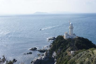 展望台から眺める佐田岬灯台