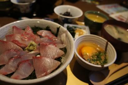 岬アジとカンパチのお刺身丼