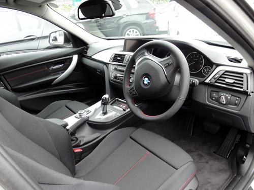 BMW 320i 運転席