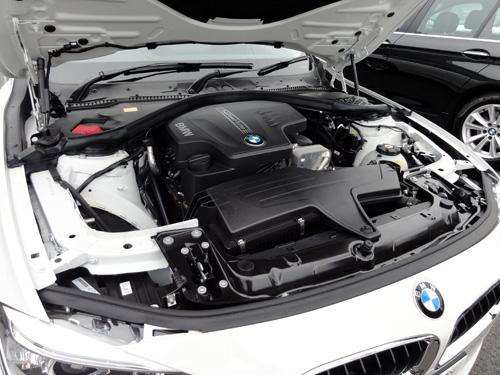 BMW 320i エンジン