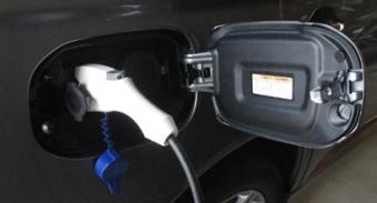 201410 EV 充電中