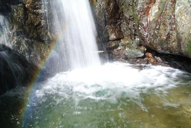 荒久の滝虹拡大