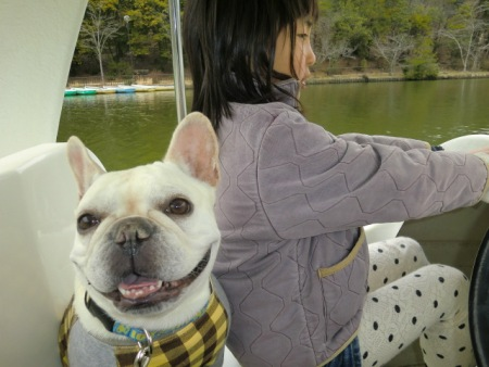 ボートを漕ぐ実結子