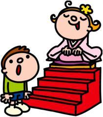 雛壇に座る女の子
