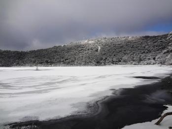 甑岳 137