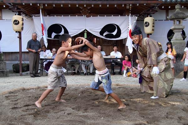 三柱神社 子ども相撲3