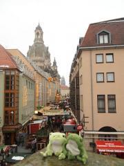 Weihnachtsmarkt bei Frauenkirche Dresden
