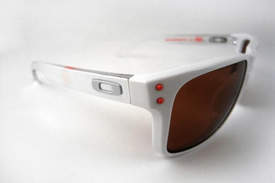 Staple-x-Oakley-Frogskins-Holbrook-Sunglasses-07.jpeg