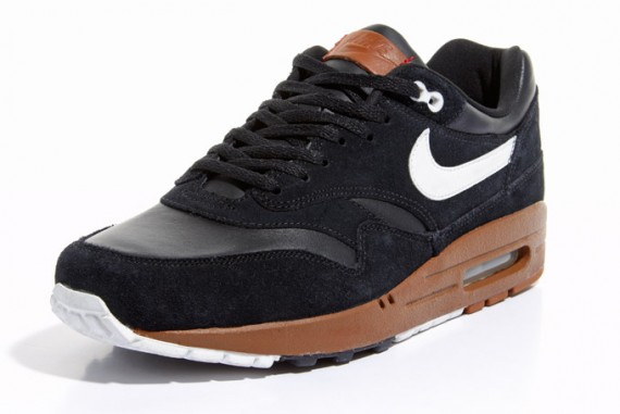nike-air-max-1-black-sail-hazelnut-2-570x381.jpg