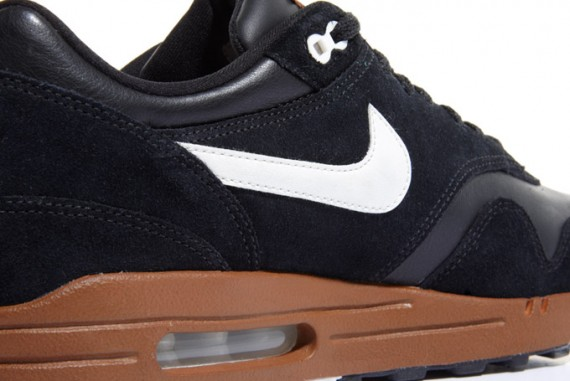 nike-air-max-1-black-sail-hazelnut-4-570x381.jpg