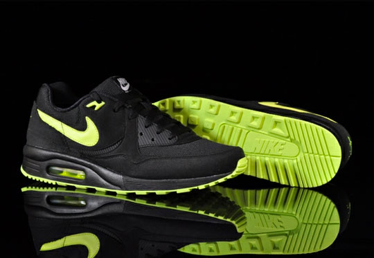 nike-air-max-light-black-volt-1.jpg