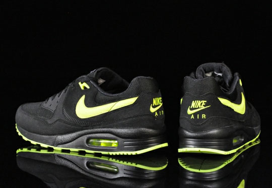 nike-air-max-light-black-volt-3.jpg
