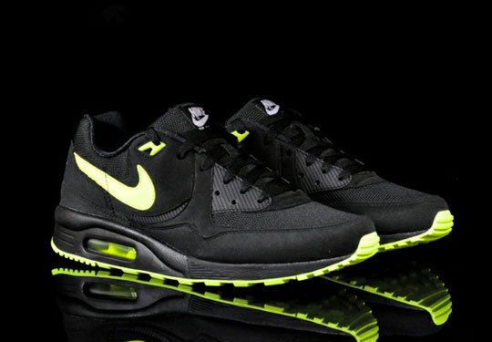 nike-air-max-light-black-volt-4.jpg