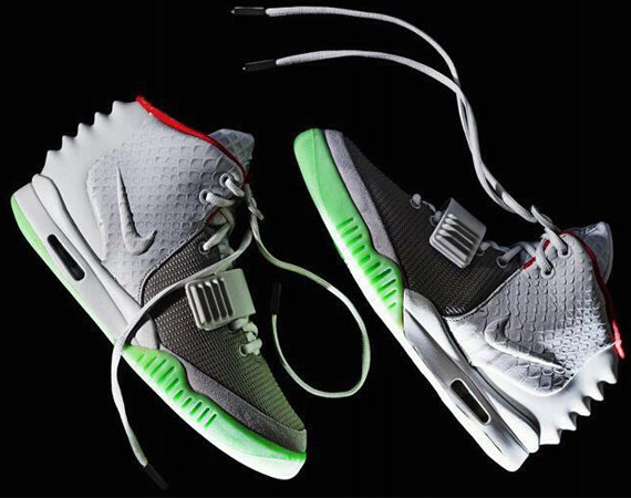 nike-air-yeezy-2-wolf-grey-pure-platinum-00.jpg