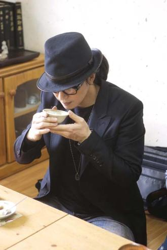 お茶を飲む