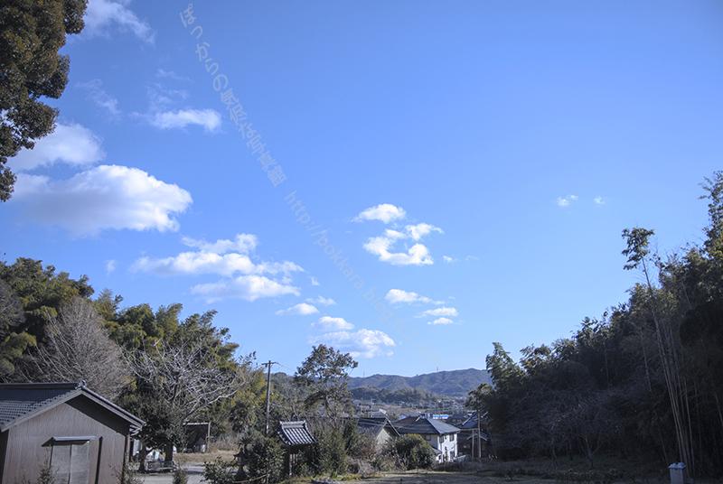 尭雲寺からの青空(俊継尼墓前)