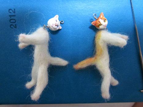 ブラブラ猫2匹