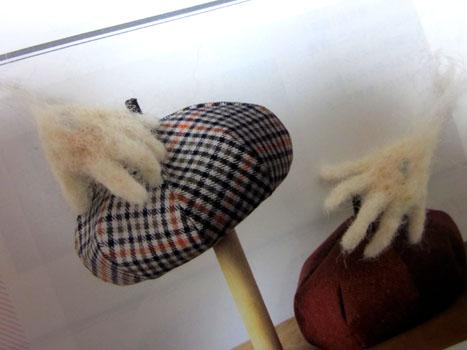 人魚ちゃんの手・帽子をつかみたい