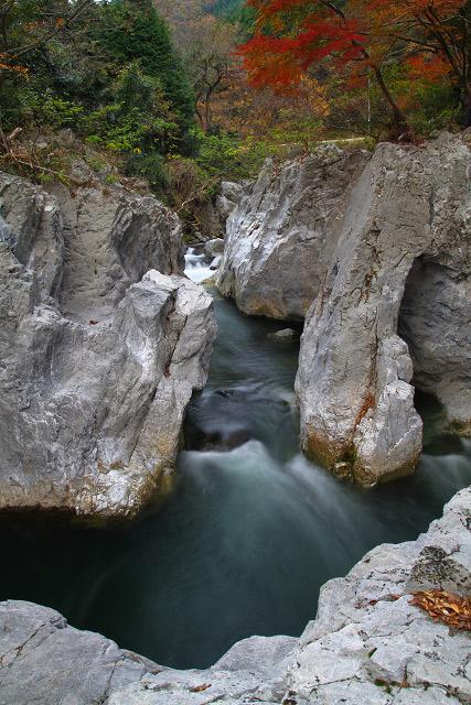 岡山県真庭市神代 神代(こうじろ)の鬼の穴「龍宮岩」