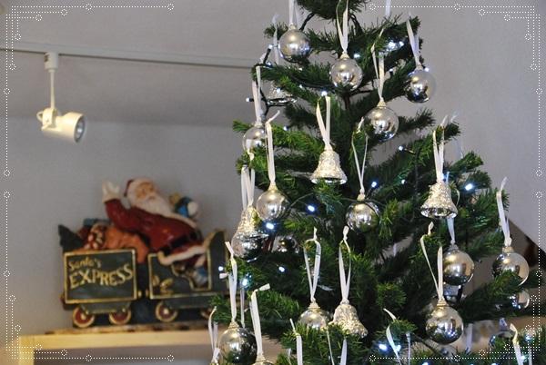 ツリー上部とクリスマストレイン