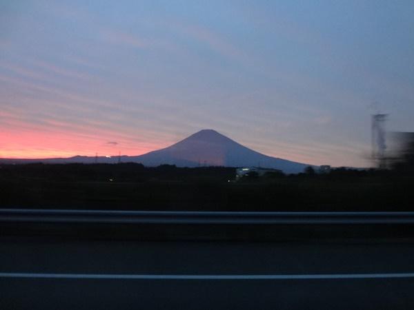 夕陽を背に下富士山