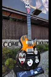 1215 kiss-3-guitartown