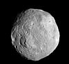 小惑星ベスタ 米無人探査機が撮影