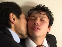 ゲイ動画:眼鏡男子リーマンショック スーツのままオヤジにハメられて !!